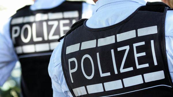 Wegen rechtsextremer Inhalte: Maßnahmen gegen Polizisten geprüft