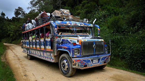 Bunte Lastenbusse aus Handarbeit in Kolumbiens Bergen