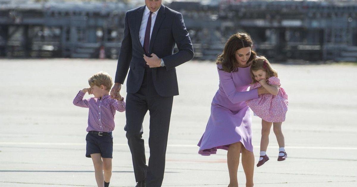 Royal Family intrighi potere Harry Meghan fatti fuori Carlo William rivelazione Epstein