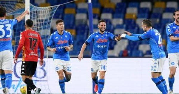Napoli-Benevento 2-0, gol e highlights: Mertens e Politano rilanciano Gattuso. Espulso Koulibaly | Video