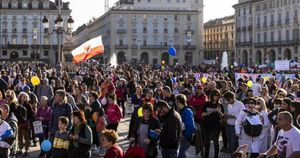 No vax e no mask, manifestazione in piazza a Torino: 44 multe
