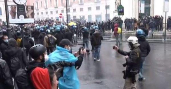 Covid, ristoratori IoApro manifestano a Roma: Vogliamo incontro con Draghi e Giorgetti. Tensione in piazza San Silvestro   Video