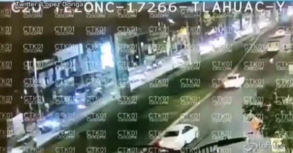 Messico, il video del crollo del ponte durante passaggio metro: sale il bilancio dei morti