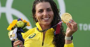 Olimpiade, ripara canoa con un preservativo e vince l'oro: il video di Jessica Fox diventa virale