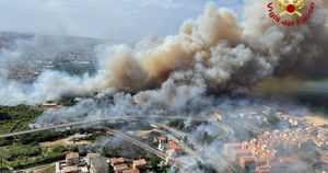 Abruzzo, accendono un fuoco tra le ceneri della pineta dannunziana per farsi un selfie