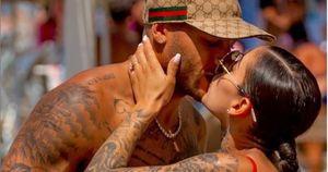 Nicole Daza, coccole in Messico con Marcell Jacobs: posa hot in costume con lato b mozzafiato | Foto