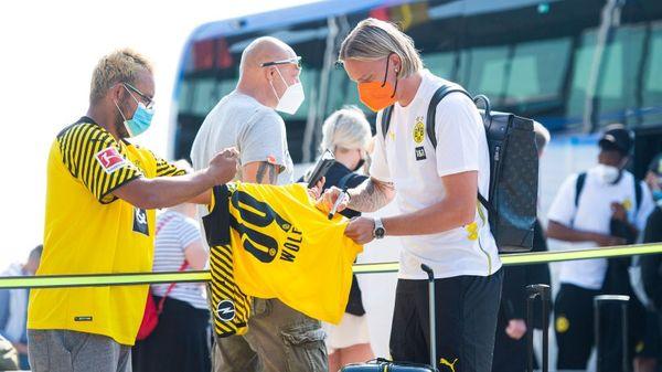 Borussia Dortmund zeigt endlich neues Trikot – DAS passt den Fans überhaupt nicht