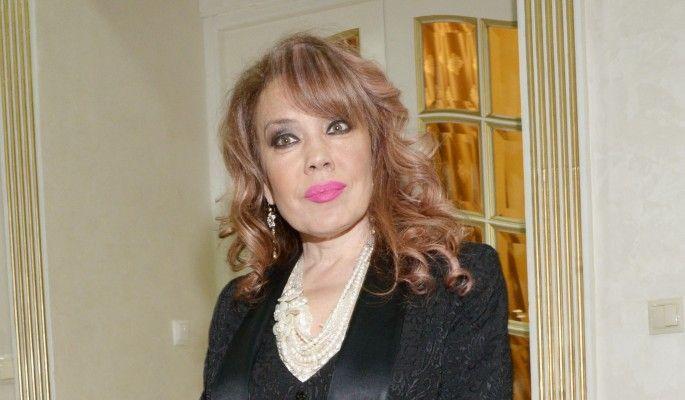 53-летняя Азиза побежала к врачу с интимной проблемой