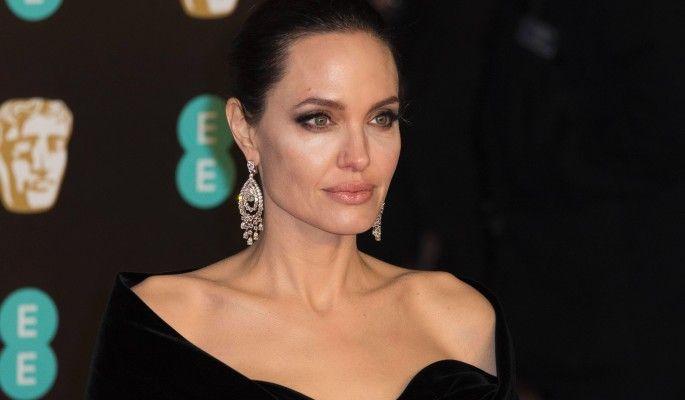 Анджелина Джоли унизила соперницу обидным прозвищем