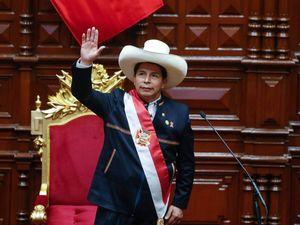 Più Marx, ronde rosse e via gli stranieri. Castillo sposta il Perù tutto a sinistra