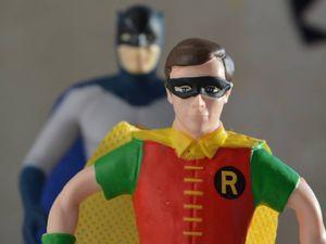 Robin fa coming out e (sai che scoperta) diventa supereroe Lgbt