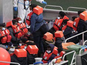 L'idea di Draghi per vaccinare tutti i migranti