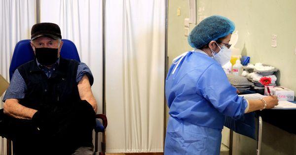 Seconda dose con vaccino diverso dopo Astrazeneca. Parte il test allo Spallanzani: c'è anche Sputnik