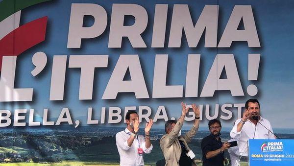 Lega, le foto della manifestazione a Roma: i candidati Michetti e Matone sul palco con Salvini