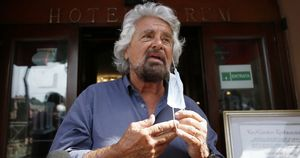 Grillo fa il castrista, scoppia il caso politico. Cosa dice Di Maio?