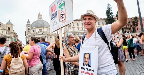 No green pass in piazza a Roma, la mossa della Lamorgese: pronte le multe