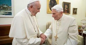Il complotto ai danni di Papa Ratzinger: fatto fuori da massoneria, lobby e poteri forti. Ecco perché