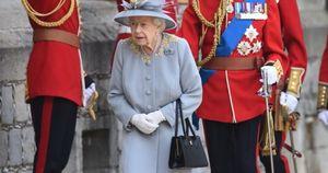 La Regina Elisabetta a Balmoral convoca la royal family: il piano anti Meghan