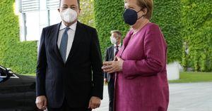 """Si chiude l'epoca Merkel, Draghi la elogia: """"Leader straordinaria. Non siamo amici ma… """""""