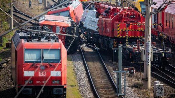 Bahn Verspätungen auf Bahnstrecke Berlin-Hannover nach Unfall