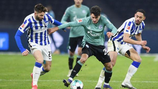 Fußball Dritter positiver PCR-Test: Schalke-Spiel findet statt