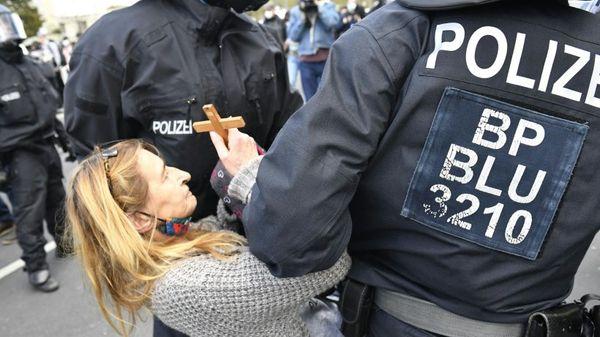 Polizei löst Corona-Großdemo in Berlin auf