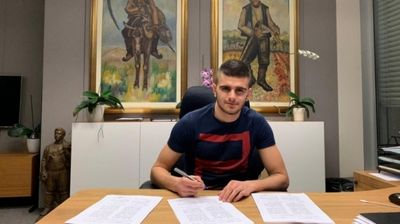 Защитник на ЦСКА-София подписа договор за три години