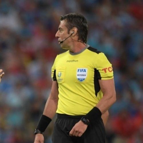 Луис Суарес поиска дузпа за игра с ръка на чилийския вратар