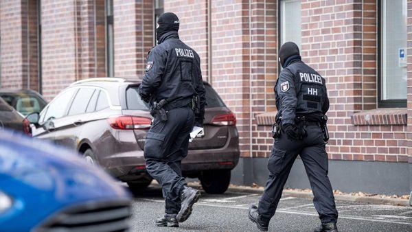 Bremen: Vier Festnahmen bei Razzia - Zwei Polizisten unter Verdacht - WELT
