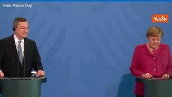 Angela Merkel: Unica divisione con l'Italia è sul calcio, ma gli italiani giocano bene