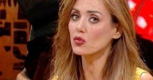 Coronavirus, Daniela Martani sputa sui morti italiani: