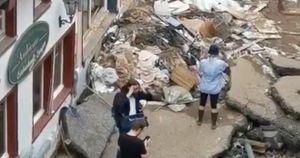 Germania alluvionata, la giornalista beccata così prima del collegamento tv: scandalo nazionale, rovinata