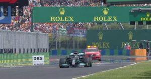 Gp Ungheria, non è uno scherzo: Lewis Hamilton parte da solo ma dopo un giro è ultimo, delirio in Mercedes