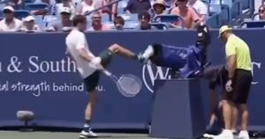 Tennis, Medvedev furioso col cameraman: