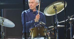 Rolling Stones, addio a 80 anni allo storico batterista Charlie Watts: fatale un'operazione al cuore. Il cordoglio della band