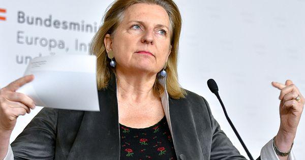 Abgeordnete befragen Ex-Außenministerin Kneissl