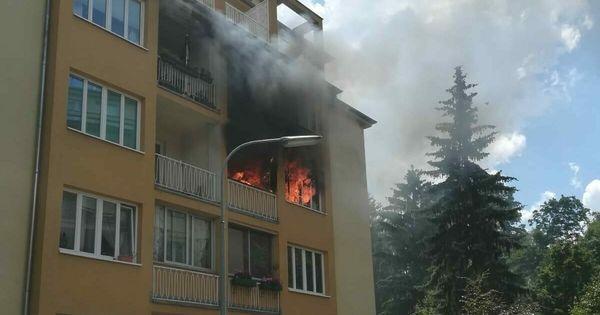 Flammen schlugen aus Zimmer: Jugendlicher verletzt