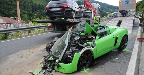 Vier Verletzte nach Frontal-Unfall mit Sportwagen