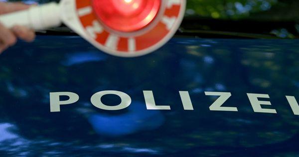 Unfall bei Blaulichtfahrt der Polizei: 7 Verletzte