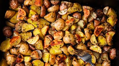 Печени картофи с билки