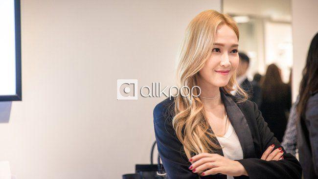 Jessica đẹp lạ bên Krystal, bạn trai đại gia cũng có mặt ủng hộ - Ảnh 17.