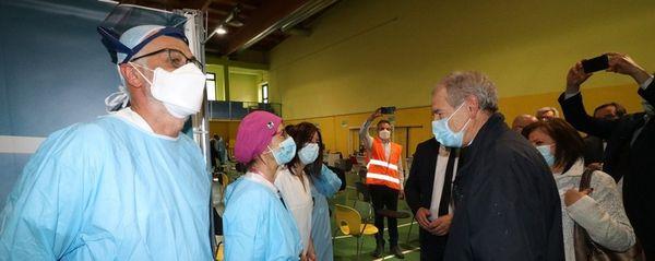 Covid, Bertolaso: «Entro inizio luglio in Lombardia avremo l'immunità di gregge»