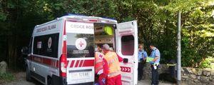 Cade in bicicletta in via Castagneta, grave 55enne a Bergamo
