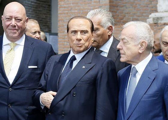 元ミラン・オーナー「ヒゲ、タトゥー、ピアスとは無縁の若手イタリア人チームにする!」の代表サムネイル
