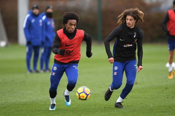 https://media.gettyimages.com/photos/willian-and-ethan-ampadu-of-chelsea-during-a-training-session-at-picture-id913424486?k=6&m=913424486&s=612x612&w=0&h=-yiyQzrLIjsbT9Vi0FB5p4SEhrJLIKtflz-mcjChSFI=