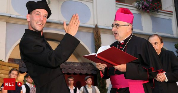Bischof Krautwaschl spielt Theater: Premierenerfolg und 4000 Euro für den guten Zweck