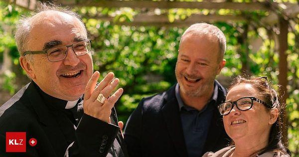 Schlossfestspiele Piber: Bischof Wilhelm Krautwaschl steht bei Don Camillo und Peppone auf der Bühne