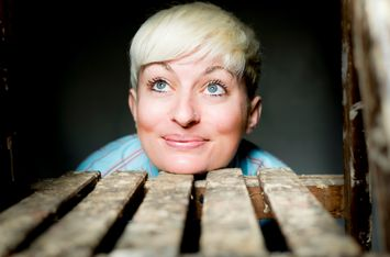 English Comedy Night w/ Chris Purchase & Harriet Dyer