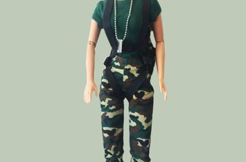 Barbie en tenue de camouflage