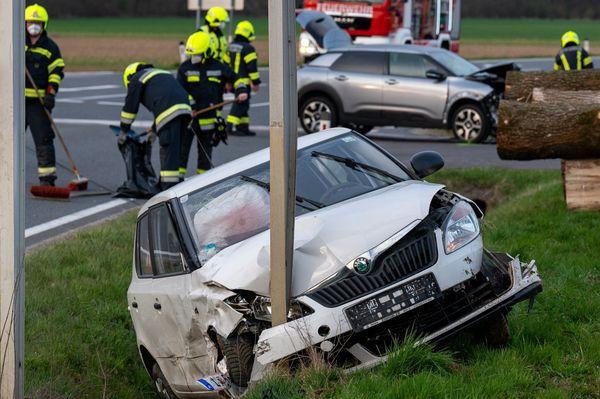 Unfall auf Wolferner Straße: Schwangere mit Pkw in Straßengraben geschleudert